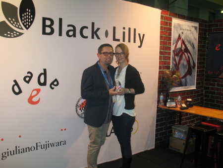 Black Lilly - Award Best Modular Stand